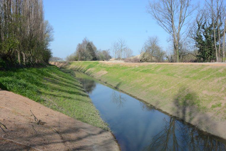 De Zwaluwbeek kreeg ook een breder profiel met winterbedding zodat er meer water in gestockeerd kan worden.