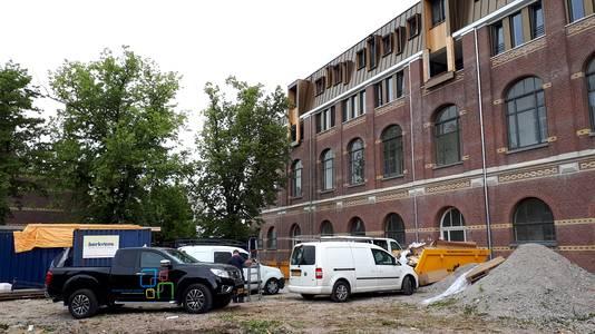 Vijf bomen gekapt op bouwterrein aan Roosendaalse Nieuwstraat. Foto Alfred de Bruin