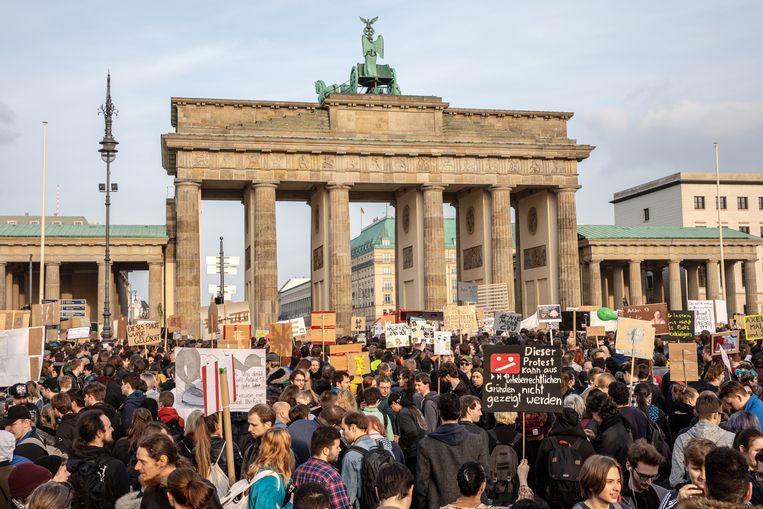 Tienduizenden mensen zijn vandaag in verschillende Duitse steden de straat op getrokken om te protesteren tegen de geplande hervormingen van het auteursrecht in de Europese Unie.