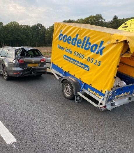 Ongeluk met meerdere auto's en aanhanger op A1 bij Bathmen