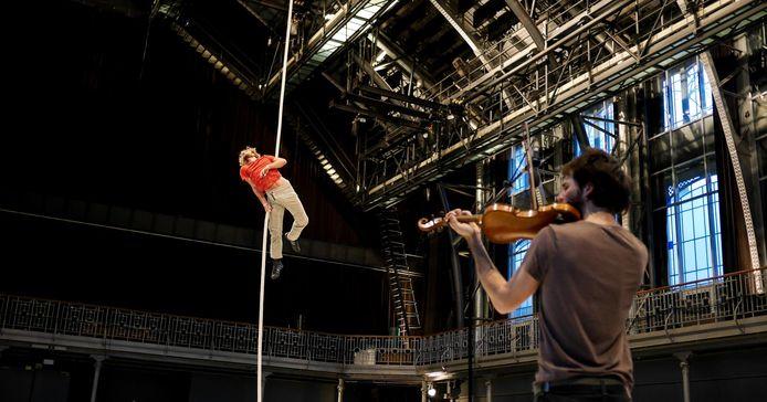 Le Vide van Essai de Cirque laat je stilstaan bij de absurditeit van het bestaan.