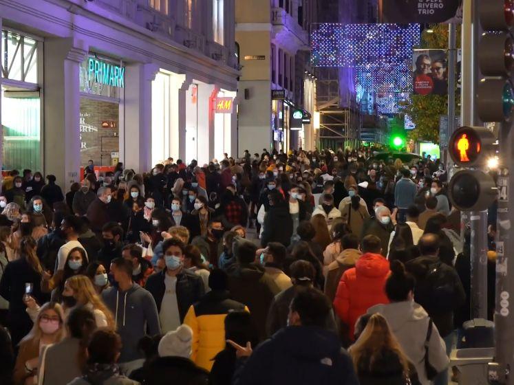 """Ook in Madrid zorgt de kerstsfeer voor drukte in de stad: """"Sommige mensen zullen ziek worden"""""""