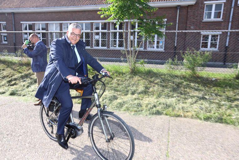 Burgemeester Vandeput kwam met de fiets stemmen