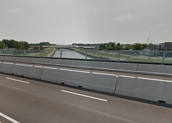 Het incident gebeurde op de Graafsebaan, op het viaduct over het Maximakanaal.