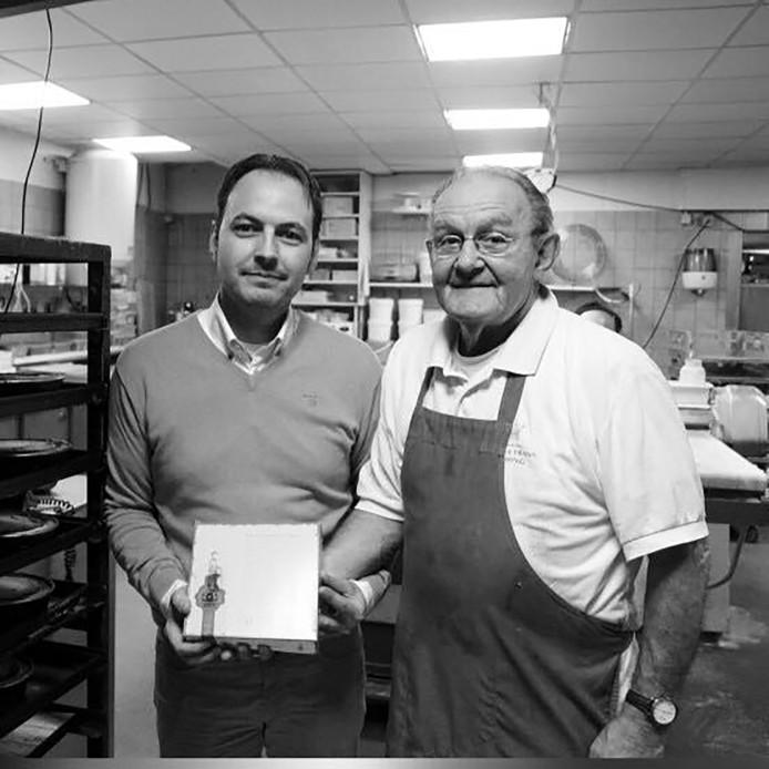 Hans Hessing met zijn zoon Stefan in de bakkerij.