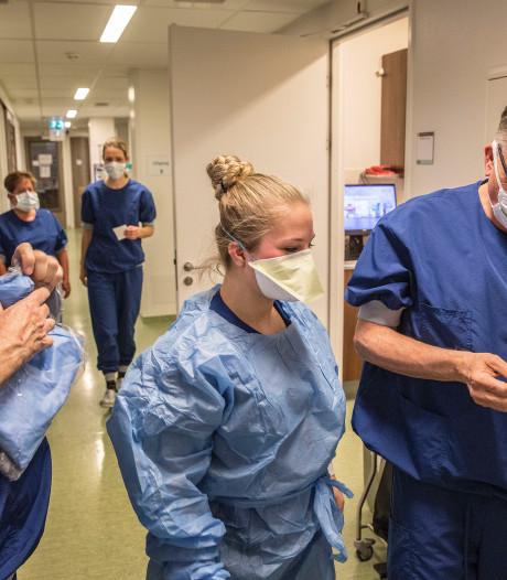 Wie zorgt er voor de zuster? In Tilburgs ziekenhuis staan 26 psychologen klaar voor personeel