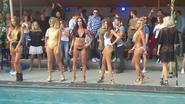 VIDEO: Extra mooi volk tijdens bikinidefilé bij Versuz-zwembad op Tomorrowland