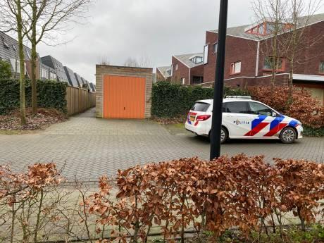Vrouw in Deventer onder bedreiging van steekwapen overvallen door twee mannen
