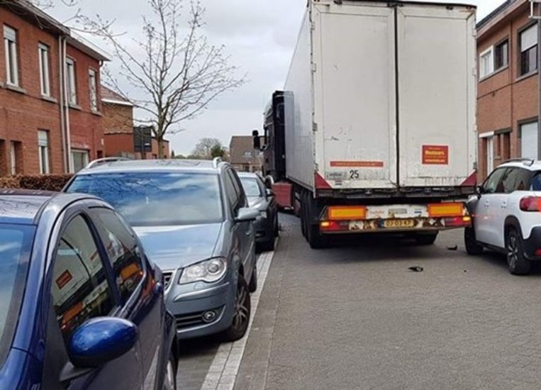Onder meer in de Camille Françoisstraat in Machelen loopt het regelmatig verkeerd door vrachtwagenbestuurders die zich vast rijden.