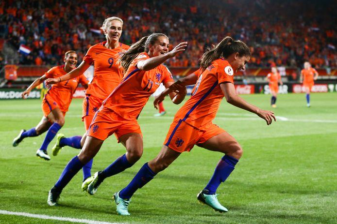 Oranje tijdens de halve finale tegen Engeland, op het EK vrouwenvoetbal in 2017 in Nederland.