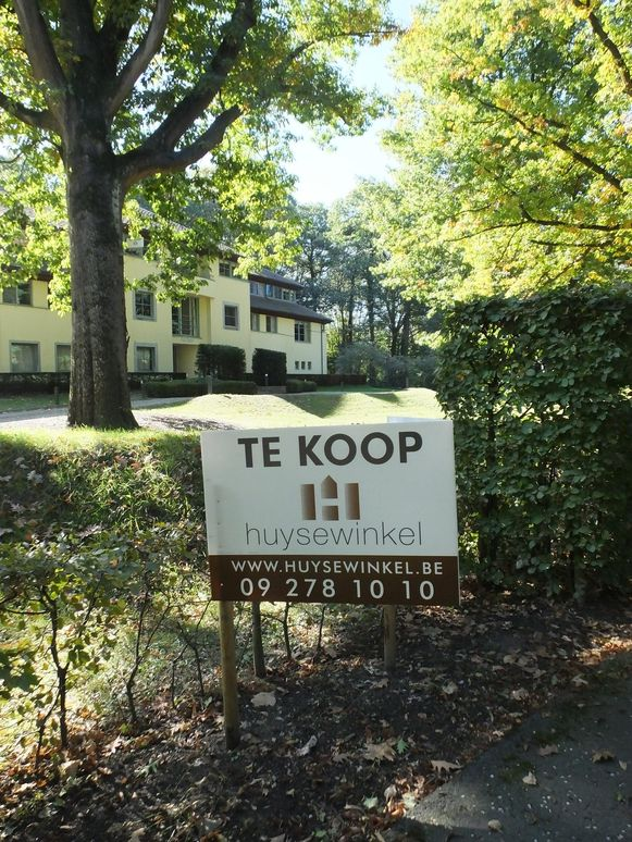 In Sint-Martens-Latem vind je prachtige villa's midden in het groen, maar deze zijn enkel voor de happy few.