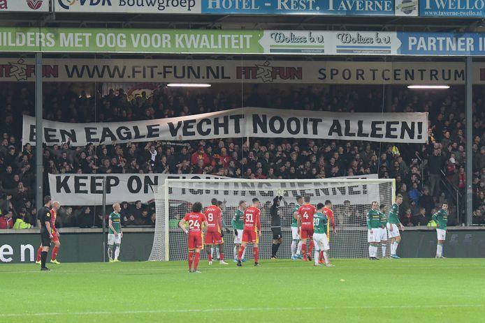 De fans van GA Eagles brachten uit bij NAC en een week later thuis tegen FC Dordrecht een steunbetuiging aan een zieke medesupporter