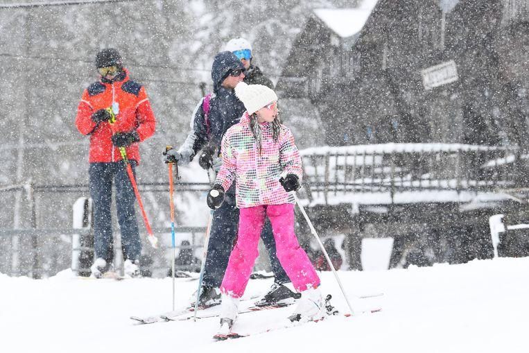 Aan sneeuw geen gebrek op de skipiste in Ovifat (Weismes).