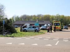 Wielrenner geschept door auto in Arnemuiden