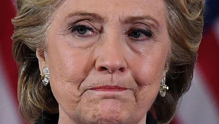 Hillary Clinton na afloop van haar 'verliezerstoespraak'. Beeld afp