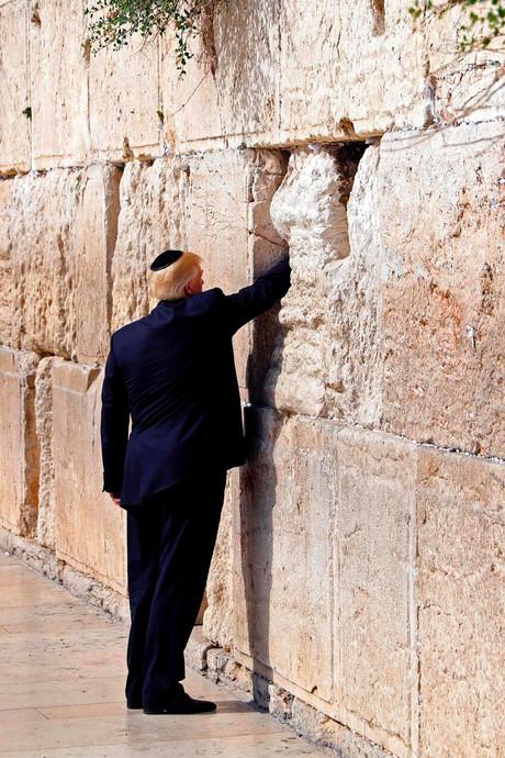 Controversieel: Trump bidt bij Klaagmuur