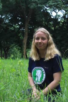 Manouk Maas (26) uit Lierop geeft voorlichting aan toeristen in Thailand: 'Olifanten zijn geen knuffeldieren'