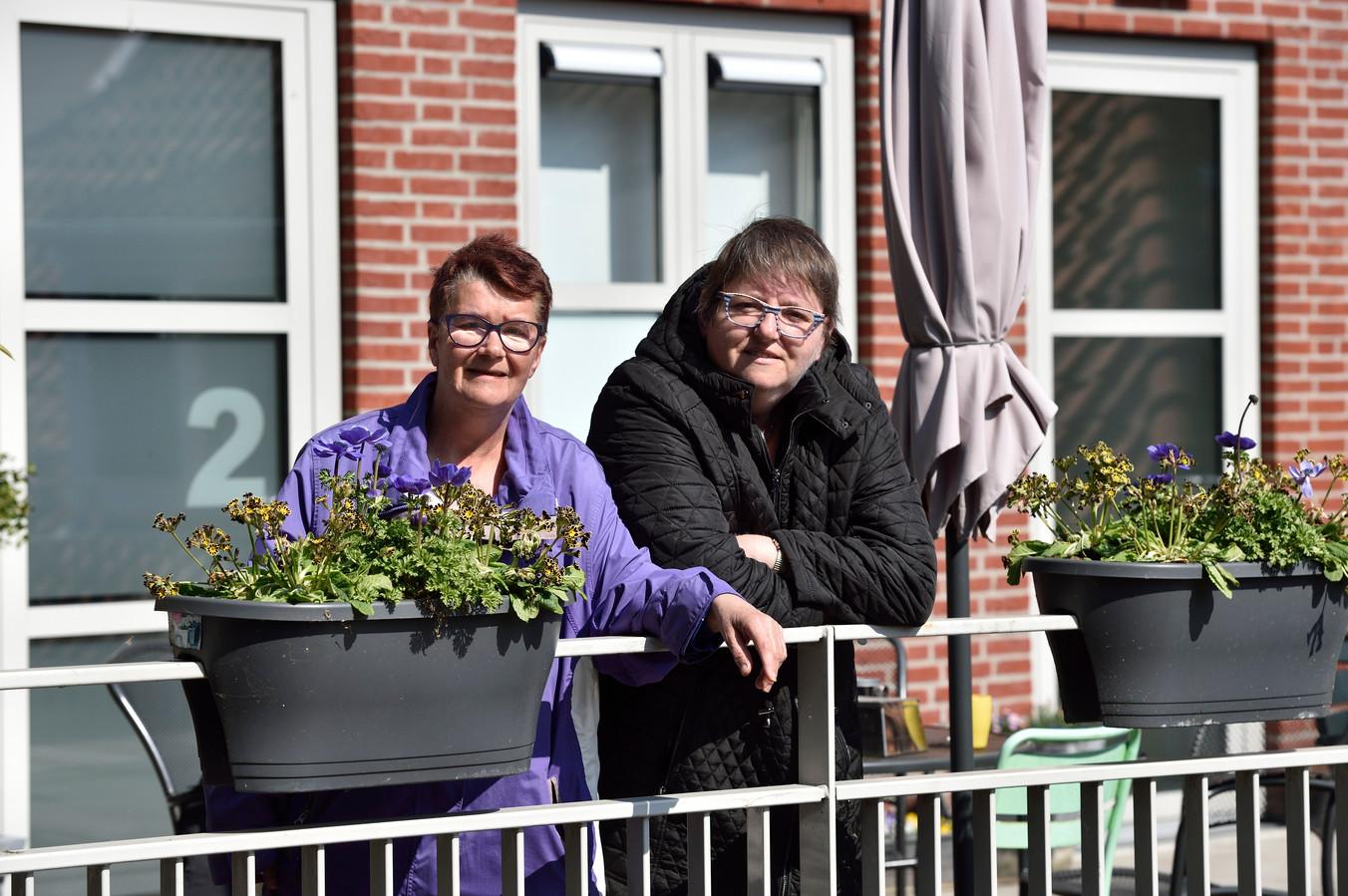 Bewoners Lia (55) en Dikkie (links 55).