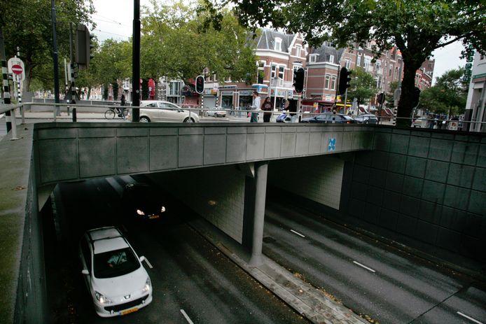 Knelpunten zoals bij de 's-Gravendijkwal zorgen voor de meeste luchtvervuiling.