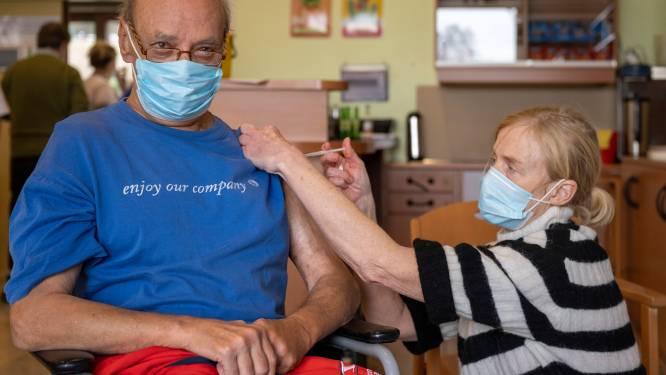 Vaccinatieronde gestart in rusthuis Hof ter Boonwijk: na prik volgen koffie en wafels
