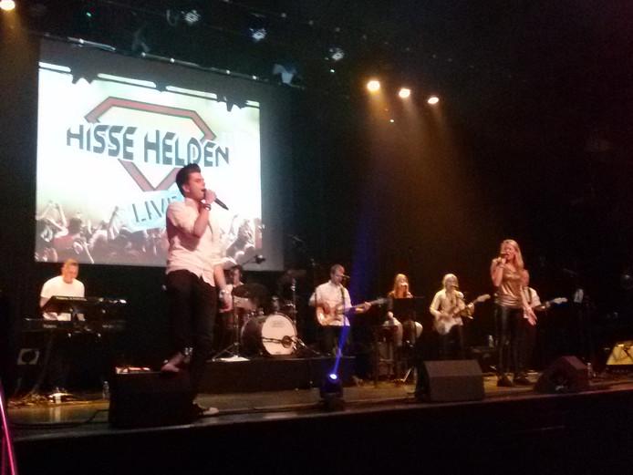 Mick van Haaren en Jannemieke Aarts zingen een duet