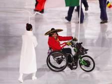 Paralympische Spelen geopend, Mentel draagt vlag stadion in