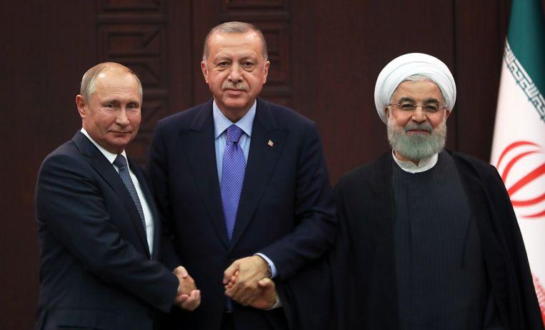 Erdogan (M), Vladimir Poetin (L) en de Iraanse President Hassan Rouhani (R). Beeld EPA