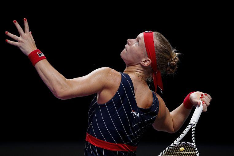 Kiki Bertens in de wedstrijd tegen Ashleigh Barty op de  WTA Finals in het Shenzhen Bay Sports Center.  Beeld AP