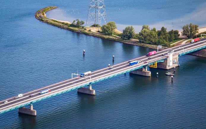 De Haringvlietbrug is in december meerdere nachten dicht in verband met onderhoudswerkzaamheden.