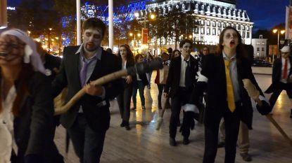 Vijftigtal 'zombies' betogen tegen hebzucht van banken in Brussel
