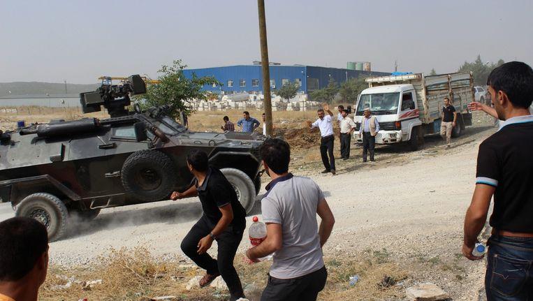 Koerdische demonstranten in Diyarbakir. Beeld epa