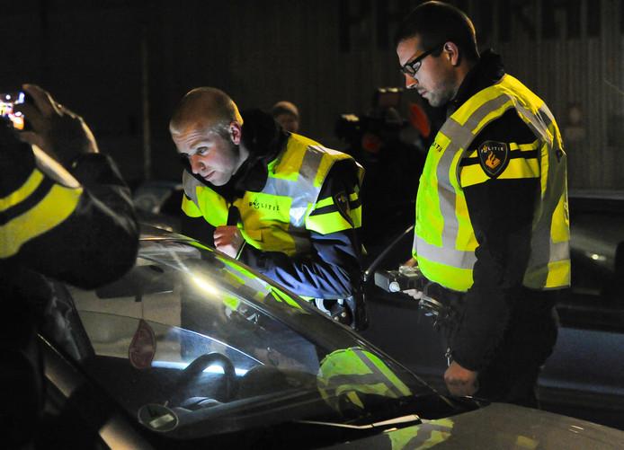 Politie controleert op alcohol en drugs.