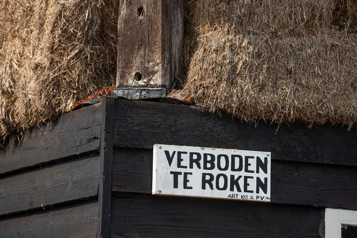 Het gemeentebestuur van Genemuiden vaardigde in 1869 een rookverbod uit aan de Achterweg. Deze maatregel was een rechtstreeks gevolg van een catastrofale brand op 11 maart 1868, die een groot deel van het stadje volledig in de as legde.