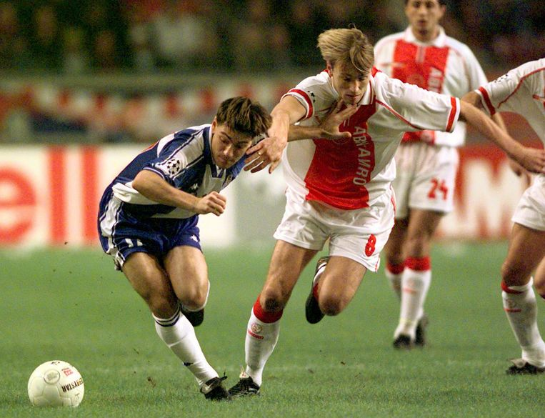 Richard Witschge in actie voor Ajax in de Champions League tegen FC Porto Beeld ANP