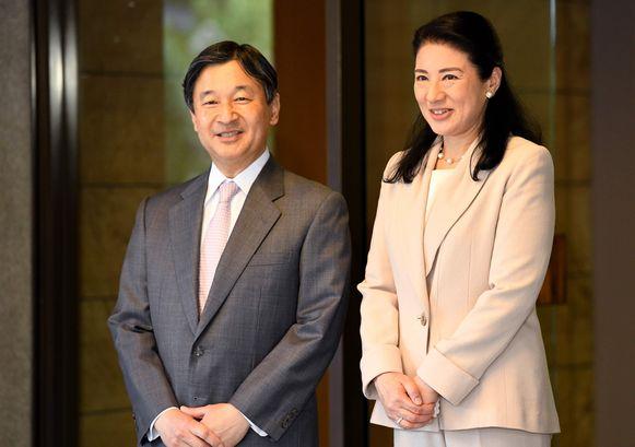 De nieuwe keizer Naruhito met zijn vrouw Masako.