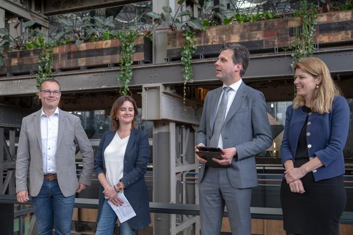 De bouwstart van het Fietshotel bij Seats2Meet in de LocHal, met vlnr Mario Jacobs (wethouder), Wendy de Wild (Prorail), Berend de Vries (wethouder) en FemkeWoudstra (NS Stations).