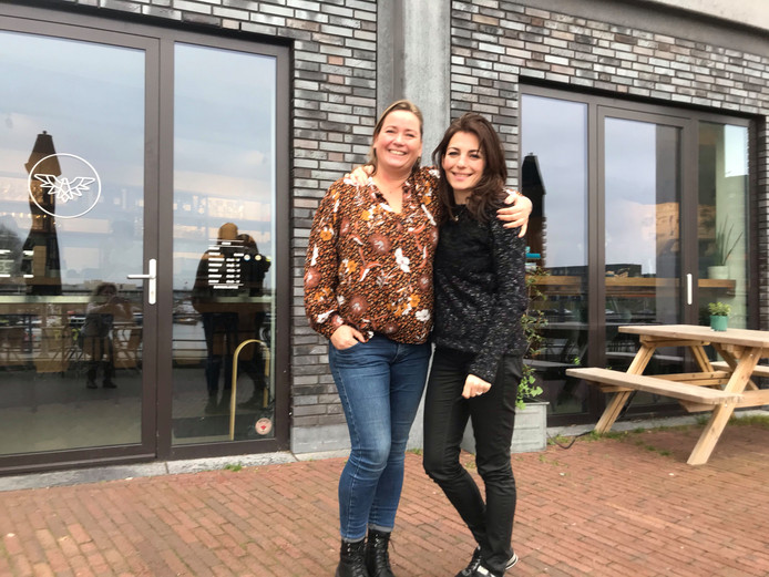 Christina van Es (l) en Rose van Asten.