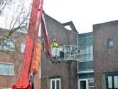 Dakdeel van appartementencomplex in Breda komt los door storm
