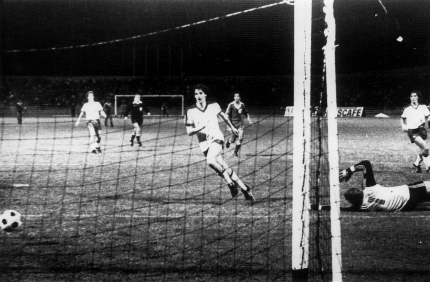 Na de 10-0 nederlaag in Amsterdam, wint Omonia in 1979 de return van Ajax met 4-0.