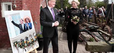 Dubbelgangers Willem-Alexander en Máxima openen tentoonstelling Eibergen