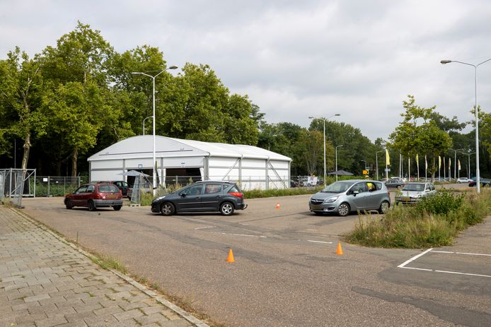 De GGD-teststraat aan de Antoon Coolenlaan in Eindhoven.