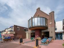 Vanuit de auto boodschappen doen: bakker Stroet begint drive-in winkel in bioscoop Neede