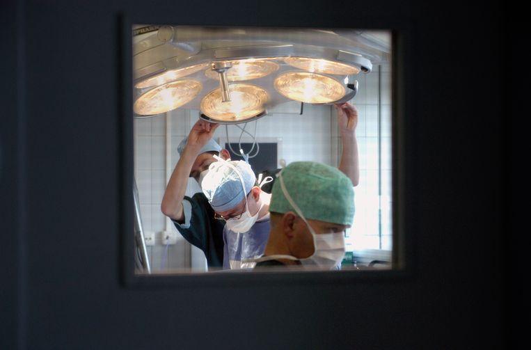 Operatie in het ziekenhuis in Heerlen. Beeld Hollandse Hoogte / Flip Franssen