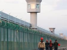 """Comment la Chine """"lave le cerveau"""" des Ouïghours en prison"""