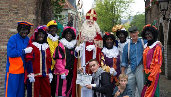 De makers van De Kamer van Sinterklaas bij de Oostpoort in Delft.