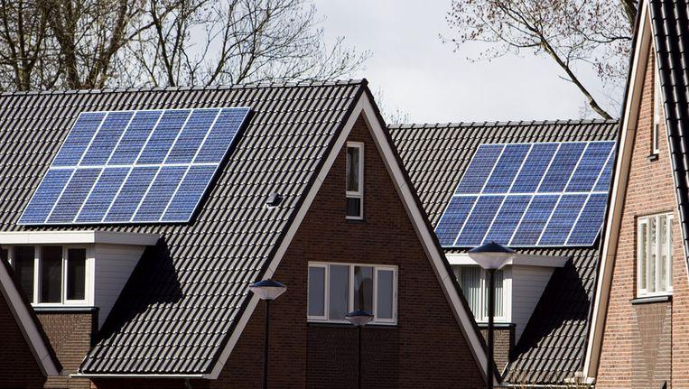 Zonnepanelen op daken van huizen Beeld ANP