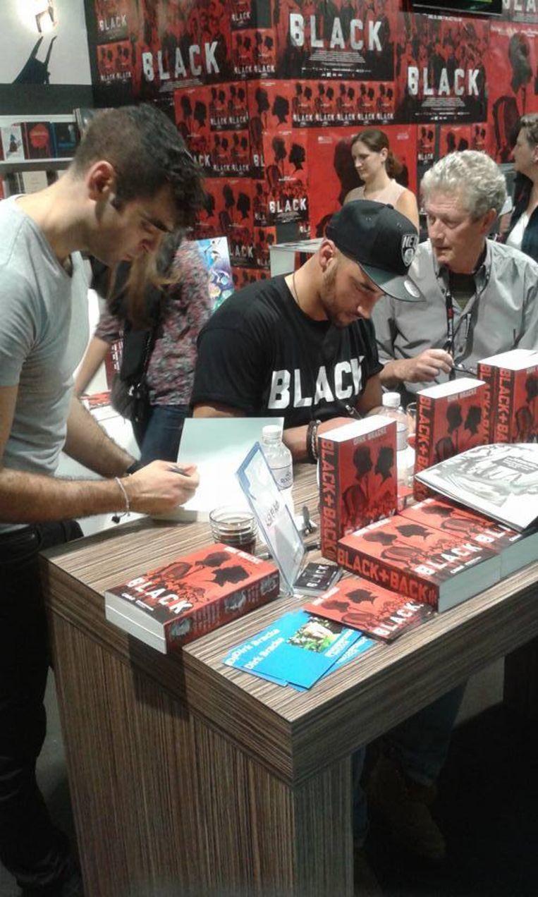 Dirk Bracke met Adil El Arbi en Bilall Fallah aan het werk op de Boekenbeurs.