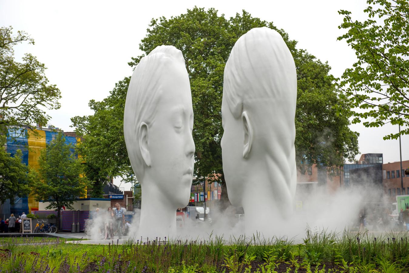 Beeld 'Love' van Jaume Plensa:  wat een ongelooflijk fraai en sterk kunstwerk is dit!