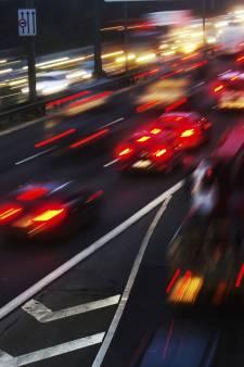 File op A2 bij Eindhoven lost op na ongeluk met vrachtwagen