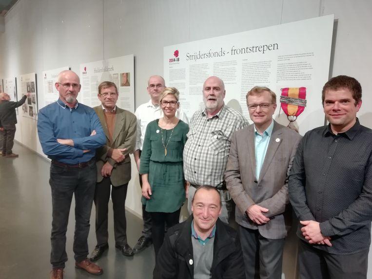 Leden van Erfgoed Scherpenheuvel en Heemkring Averbode met cultuurbeleidscoördinator Liesbeth Tielens.